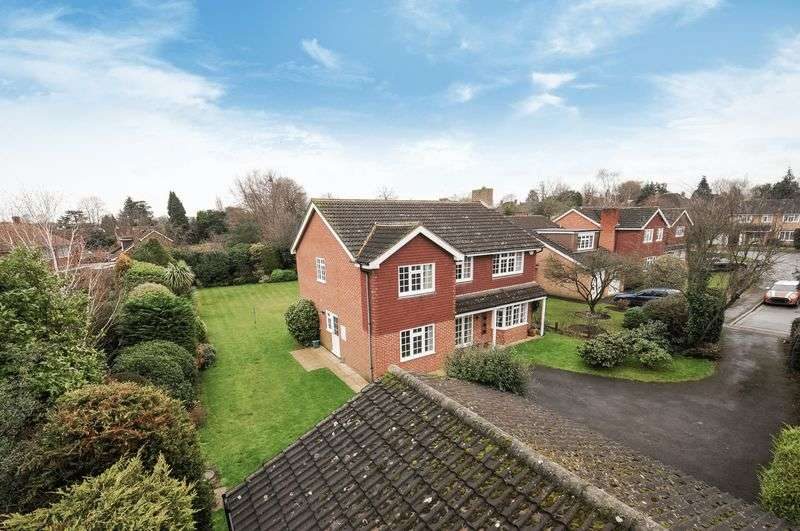 5 Bedrooms Detached House for sale in Derwent Close, Claygate
