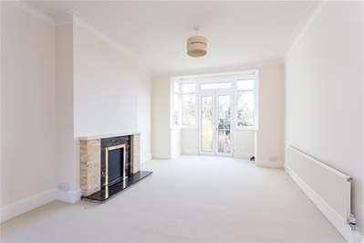 2 Bedrooms Semi Detached Bungalow for sale in Grosvenor Gardens, Woodford Green