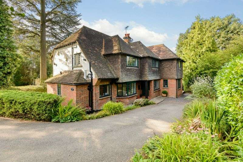 5 Bedrooms Detached House for sale in Berry Lane, Chorleywood, Hertfordshire, WD3 5EY