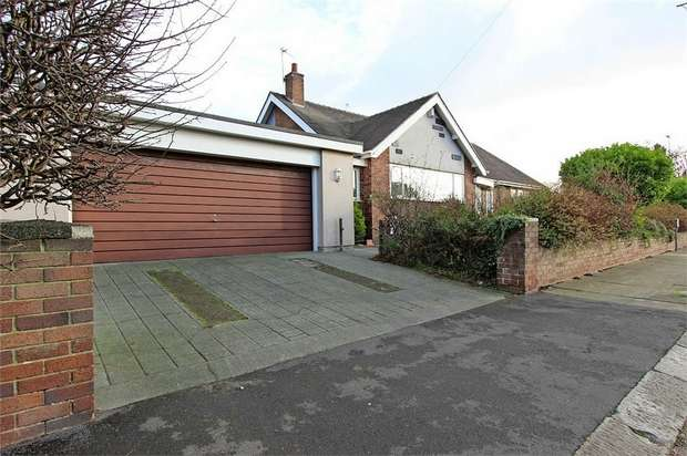 2 Bedrooms Detached Bungalow for sale in Newton Drive, Blackpool, Lancashire