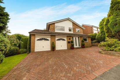 4 Bedrooms Detached House for sale in Fern Bank Close, Stalybridge, Greater Manchester
