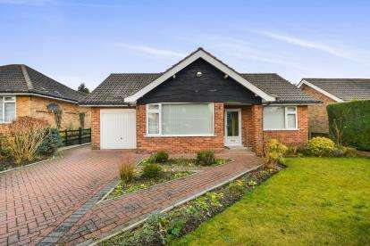 2 Bedrooms Bungalow for sale in Dorchester Close, Mansfield, Nottingham, Nottinghamshire