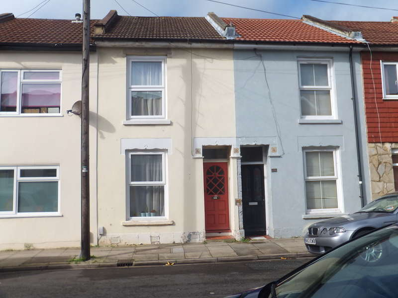 2 Bedrooms Terraced House for sale in Oxford Road, Southsea