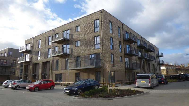 3 Bedrooms Property for sale in Fisher Close, Anchor Point, London