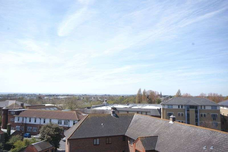 2 Bedrooms Flat for sale in Crown Mews, Gosport, PO12