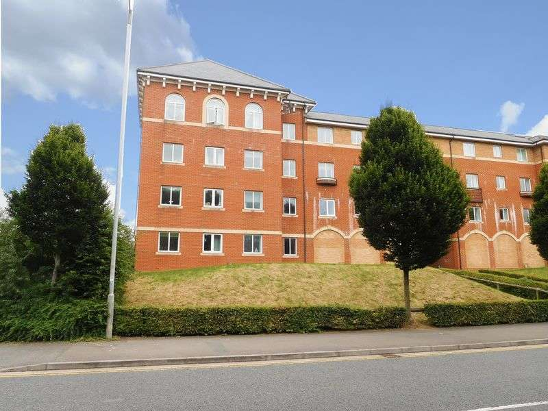 2 Bedrooms Flat for sale in Churchward