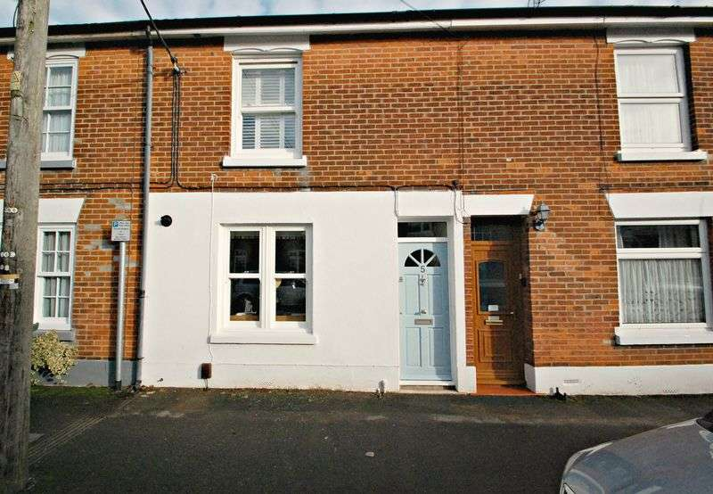 2 Bedrooms Terraced House for sale in North Road, PETERSFIELD, Hampshire