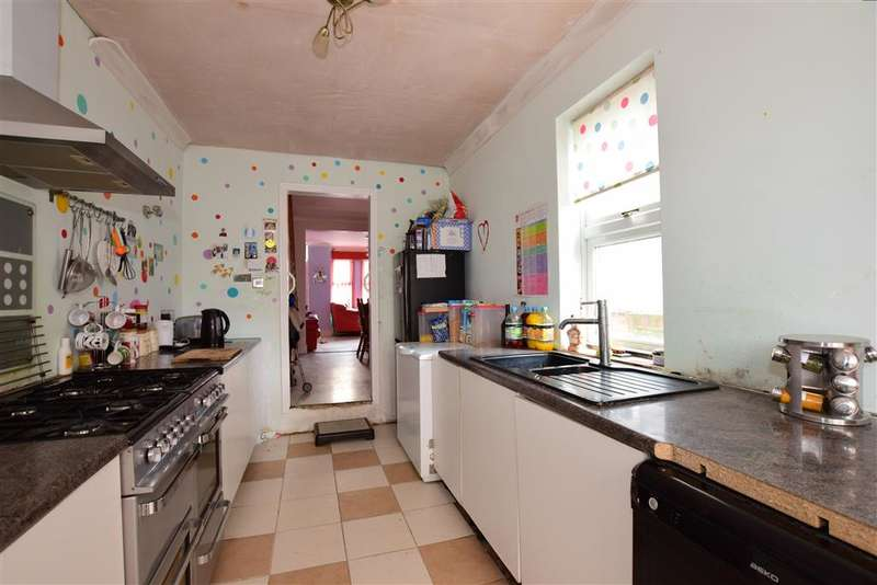 3 Bedrooms Terraced House for sale in Delce Road, Rochester, Kent
