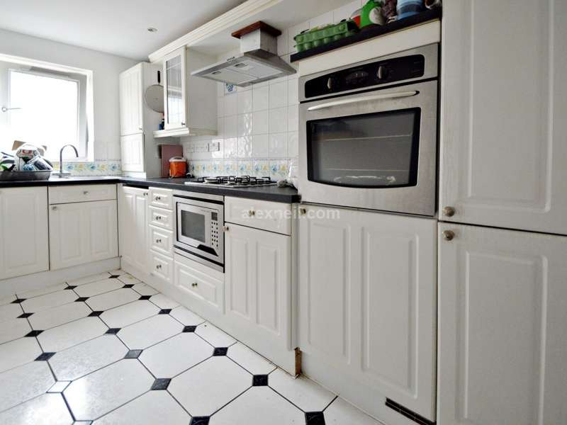 2 Bedrooms Flat for sale in Woodland Crescent, Canada Water SE16
