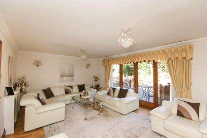 4 Bedrooms House for sale in Brook House Court, Lakeside Road, Lymm, Cheshire