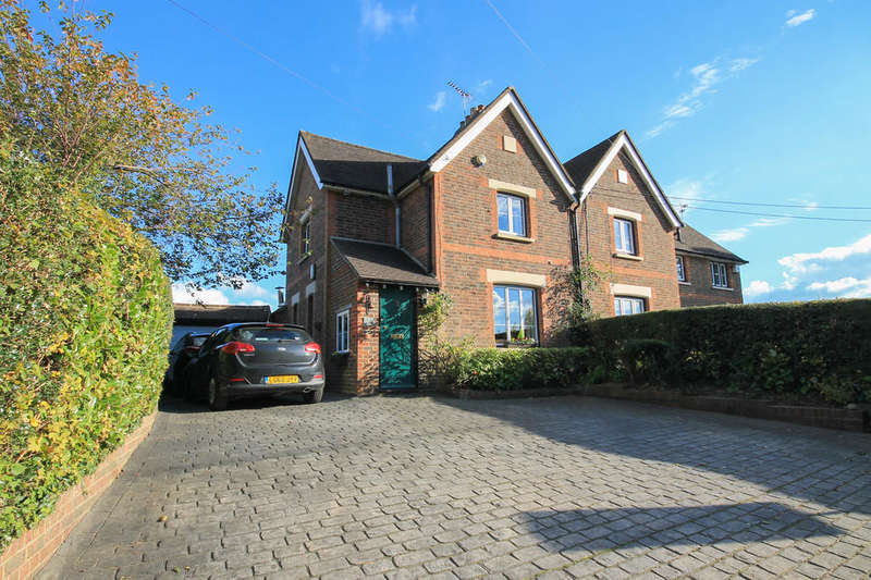 4 Bedrooms Semi Detached House for sale in Turners Hill Road, Crawley Down