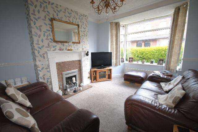 3 Bedrooms Semi Detached House for sale in Upper Dicconson Street, Swinley, Wigan