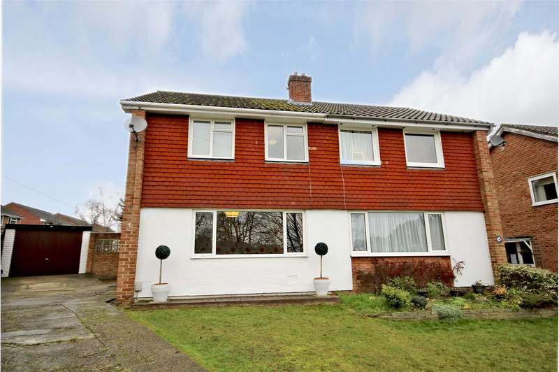 3 Bedrooms House for sale in Barton Close, Addlestone, Surrey, KT15