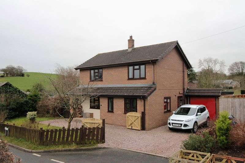 3 Bedrooms Detached House for sale in Erw Las, Ruthin