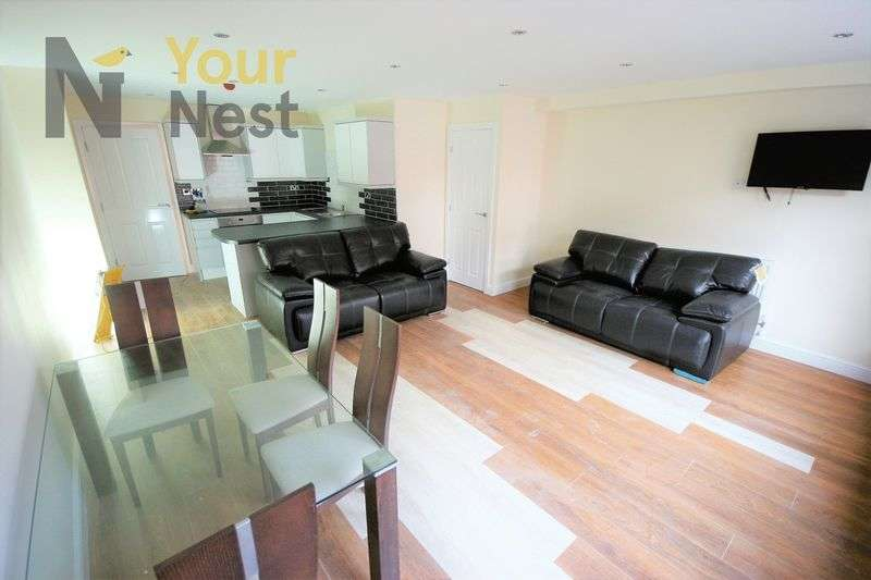 3 Bedrooms Flat for rent in St Pauls Street, Leeds, LS1 2TE