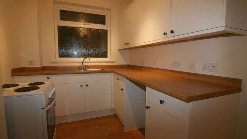 2 Bedrooms Flat for sale in Woodbridge Hill, Guildford