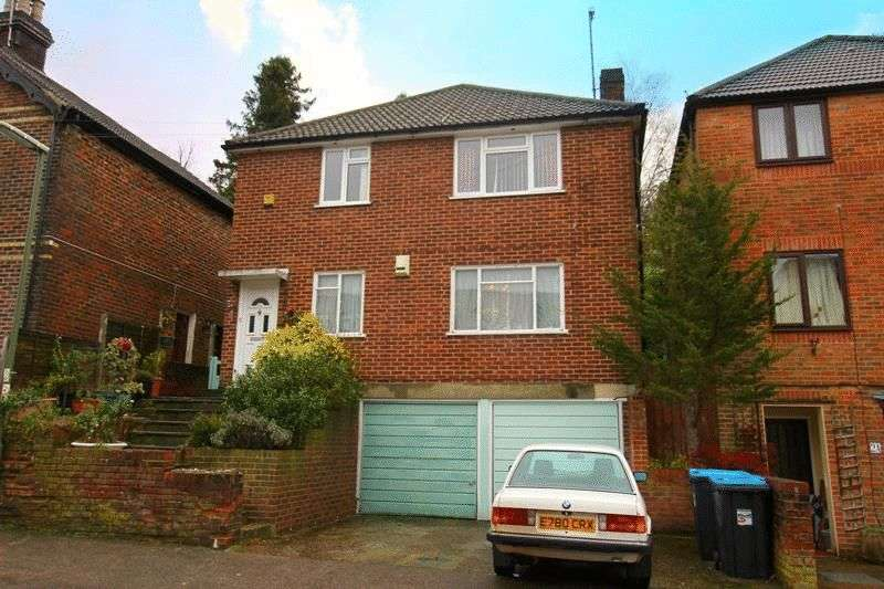 2 Bedrooms Flat for sale in Farningham Road, Caterham