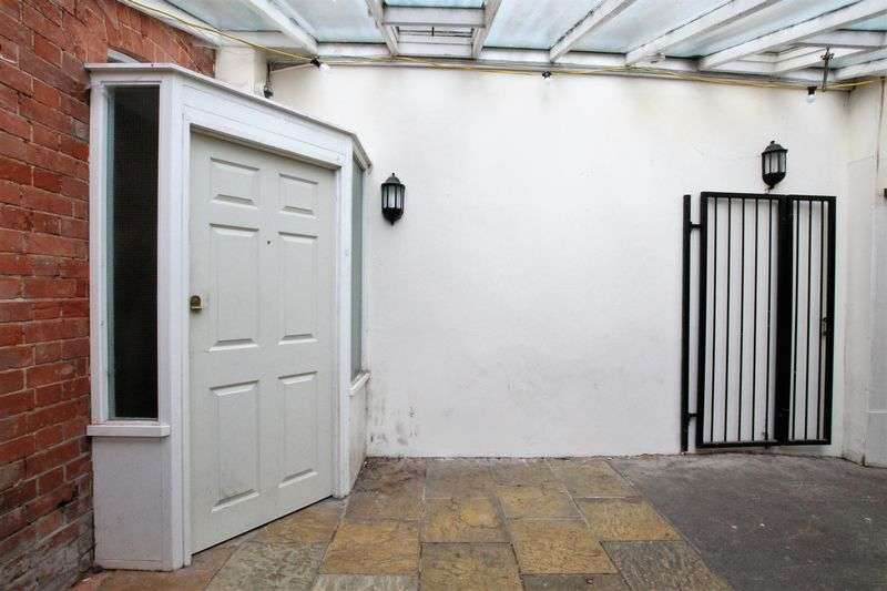1 Bedroom Flat for sale in Market Place, Wantage