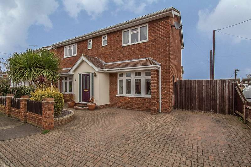 4 Bedrooms Detached House for sale in Thisselt Road, Canvey Island, SS8