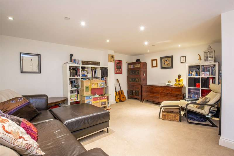 2 Bedrooms Apartment Flat for sale in Princess Park Manor East Wing, Royal Drive, London, N11