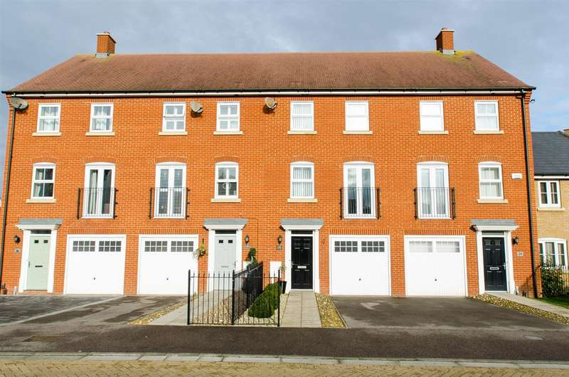 3 Bedrooms Terraced House for sale in Carnation Crescent, Sittingbourne