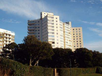 2 Bedrooms Flat for sale in Manor Road, Bournemouth, Dorset