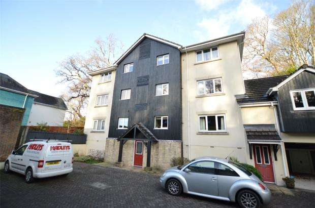 2 Bedrooms Flat for sale in Ashwood Court, St. Marychurch Road, Newton Abbot, Devon