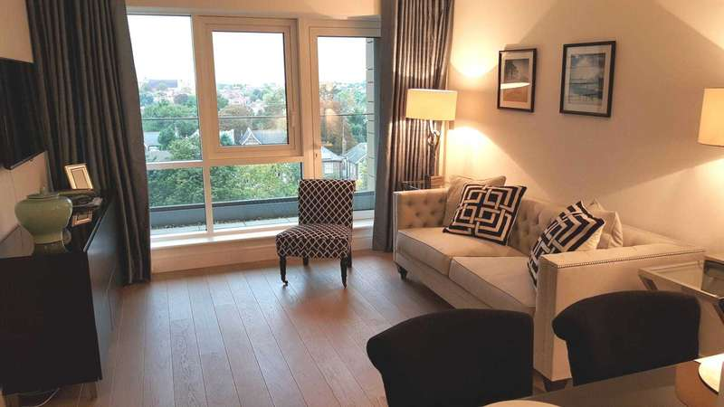 1 Bedroom Apartment Flat for sale in Skyline House, Dickens Yard, Ealing W5