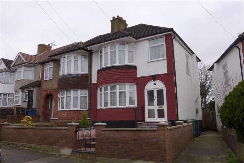 3 Bedrooms Property for sale in Bengarth Drive, Harrow Weald, Middlesex
