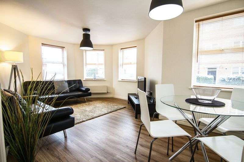 2 Bedrooms Flat for sale in Turners Court, Northampton