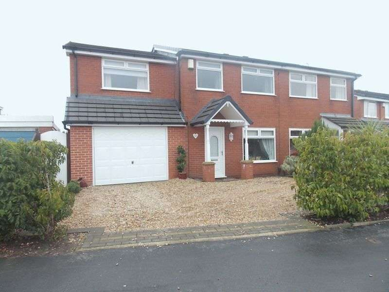 4 Bedrooms Semi Detached House for sale in St Georges Avenue, Westhoughton