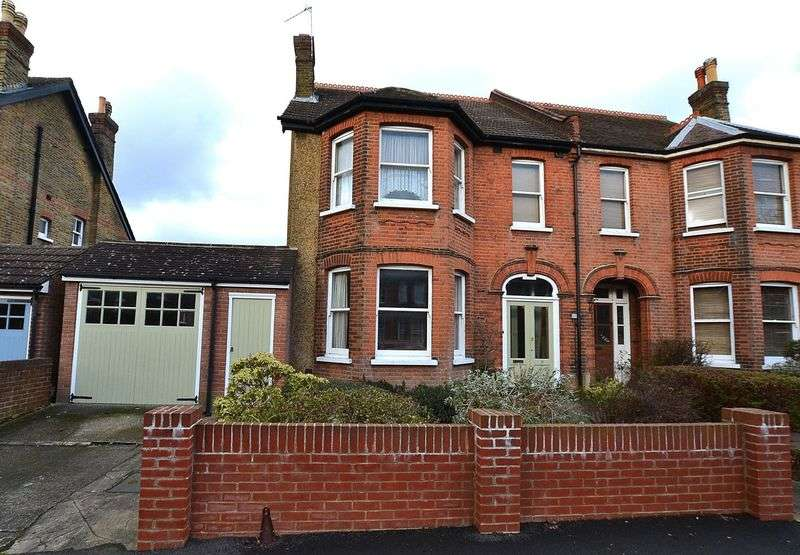 4 Bedrooms Semi Detached House for sale in Hawes Road, Bromley