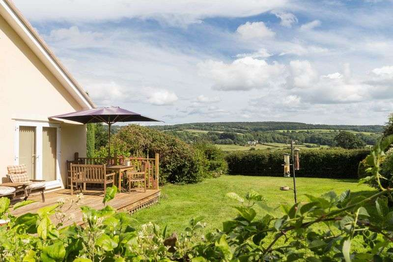 4 Bedrooms Detached Bungalow for sale in Marden Farm, Old Exeter Road, Chudleigh, Newton Abbot