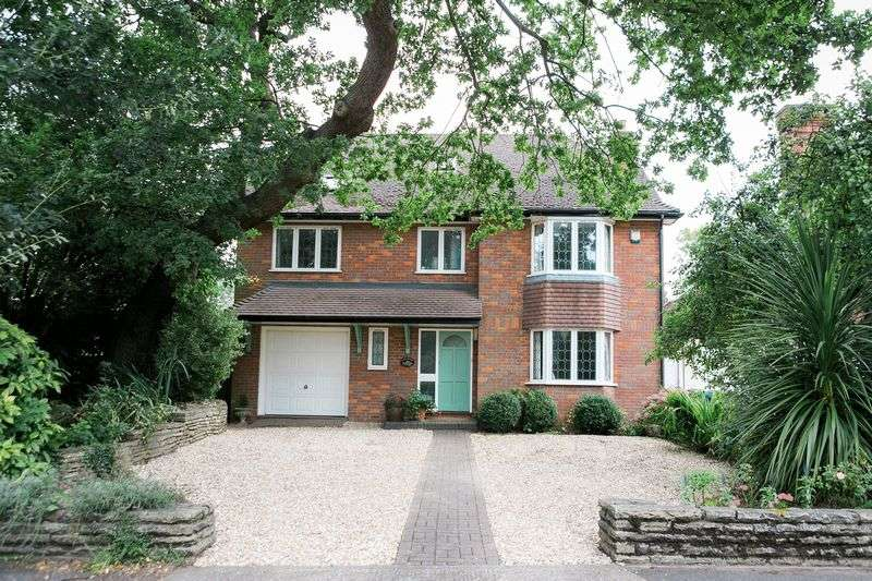 4 Bedrooms Detached House for sale in Thornton Grove, Hatch End