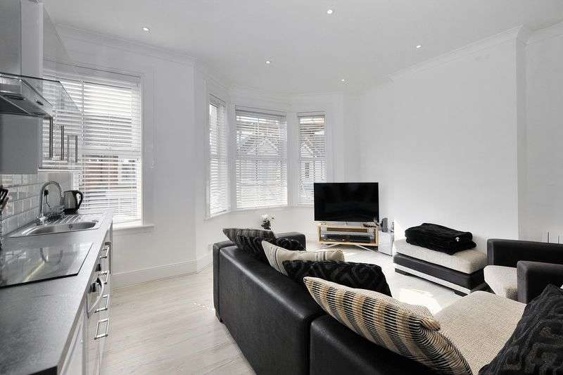 2 Bedrooms Flat for sale in Tarring Road, Worthing
