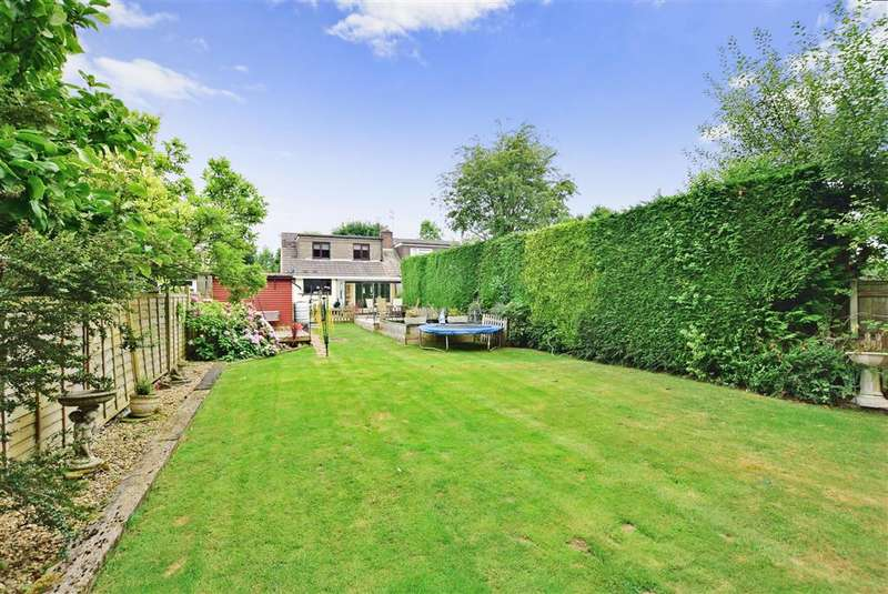 4 Bedrooms Bungalow for sale in Willow Walk, Meopham, Kent
