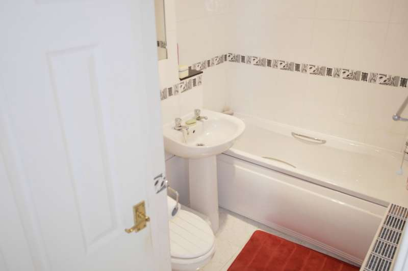 1 Bedroom Flat for sale in The Boulevard, Farsley, LS28