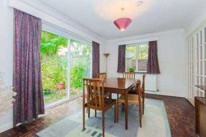5 Bedrooms Detached House for sale in Dog Kennel Lane, Chorleywood, Rickmansworth
