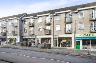 2 Bedrooms Flat for sale in Chaldon Road, Caterham, Surrey