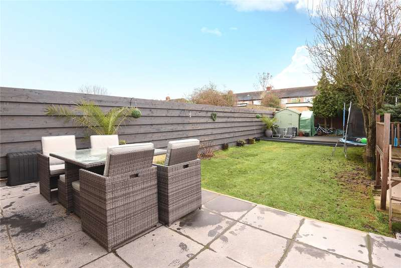 3 Bedrooms House for sale in Manningtree Road, Ruislip, Middlesex, HA4