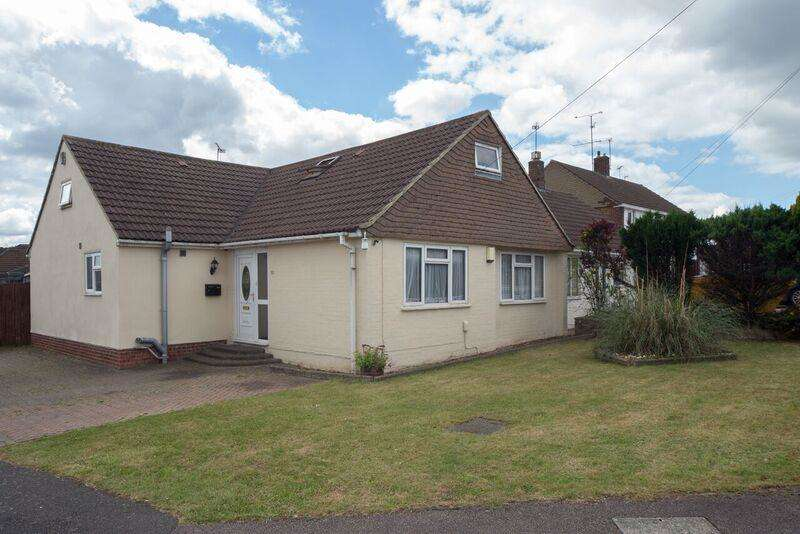 5 Bedrooms Detached Bungalow for sale in Stoneygate Road, Luton, LU4 9TQ