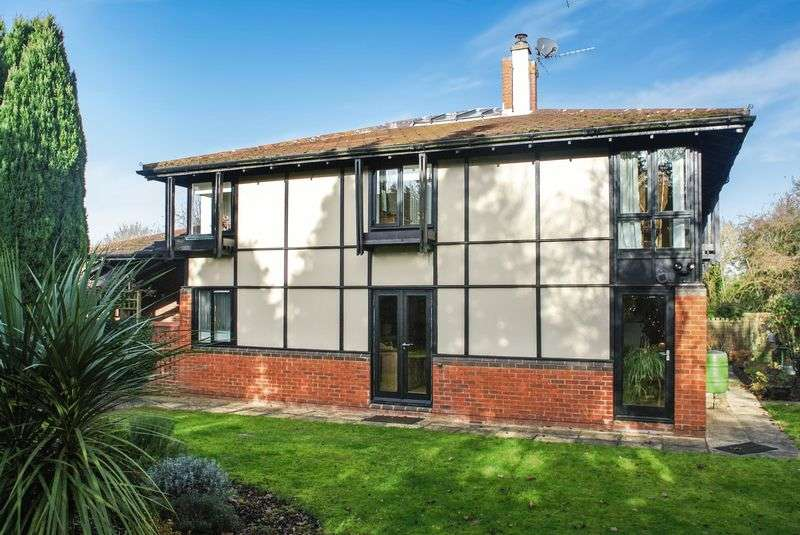 4 Bedrooms Detached House for sale in Cottisford Crescent, Marsh Drive, Great Linford