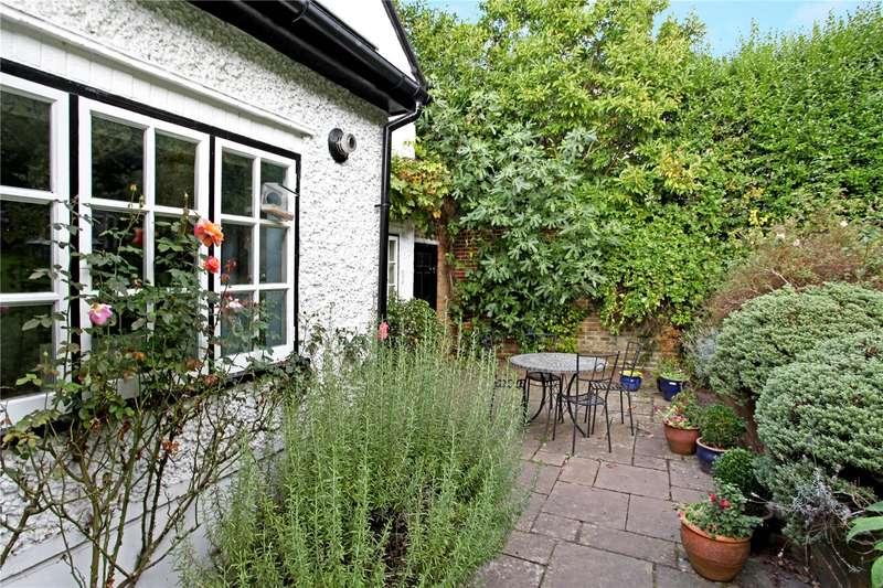 4 Bedrooms Detached House for sale in Blackheath Lane, Blackheath, Guildford, Surrey, GU4