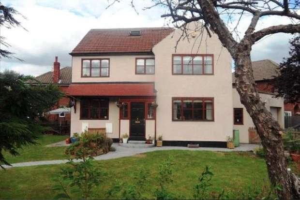 5 Bedrooms Detached House for sale in Lynwood Drive, Wakefield, West Yorkshire, WF2 7EF