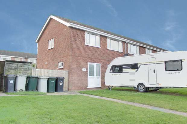 3 Bedrooms Town House for sale in Arundel Drive, Louth, Lincolnshire, LN11 0HZ