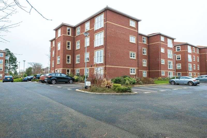 2 Bedrooms Flat for sale in Aughton Park Drive, Aughton