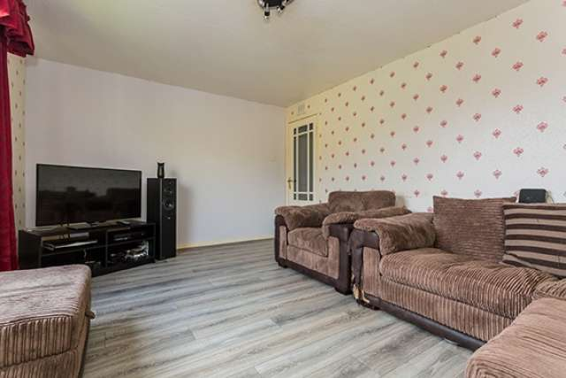 2 Bedrooms Maisonette Flat for sale in Carbrook Street, Paisley, Renfrewshire, PA1 2NW