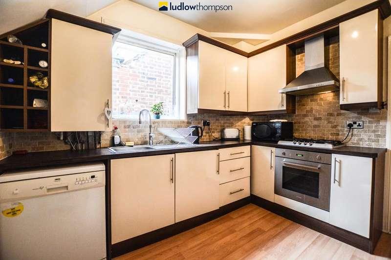 3 Bedrooms Flat for rent in Flanders Road, London W4