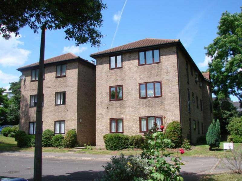 2 Bedrooms Apartment Flat for sale in Calluna Court, Woking, Surrey, GU22