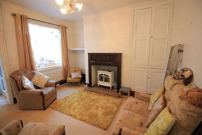 2 Bedrooms Semi Detached House for sale in Oaklands Road, Wrexham